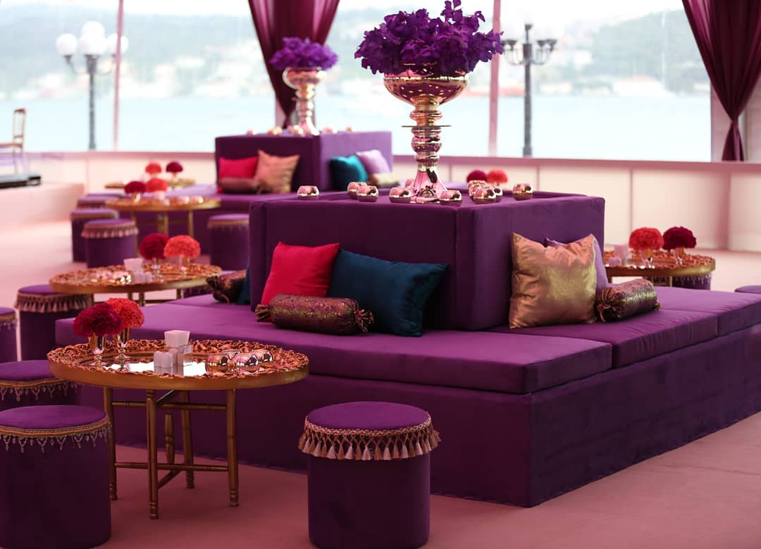 Decoration Samples with Lilac Armchairs 2020 (30)
