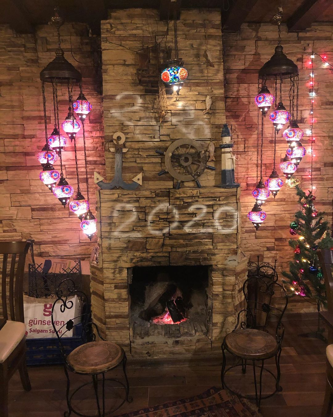 Fireplace Decorations for Christmas Home Decor 000 (8)