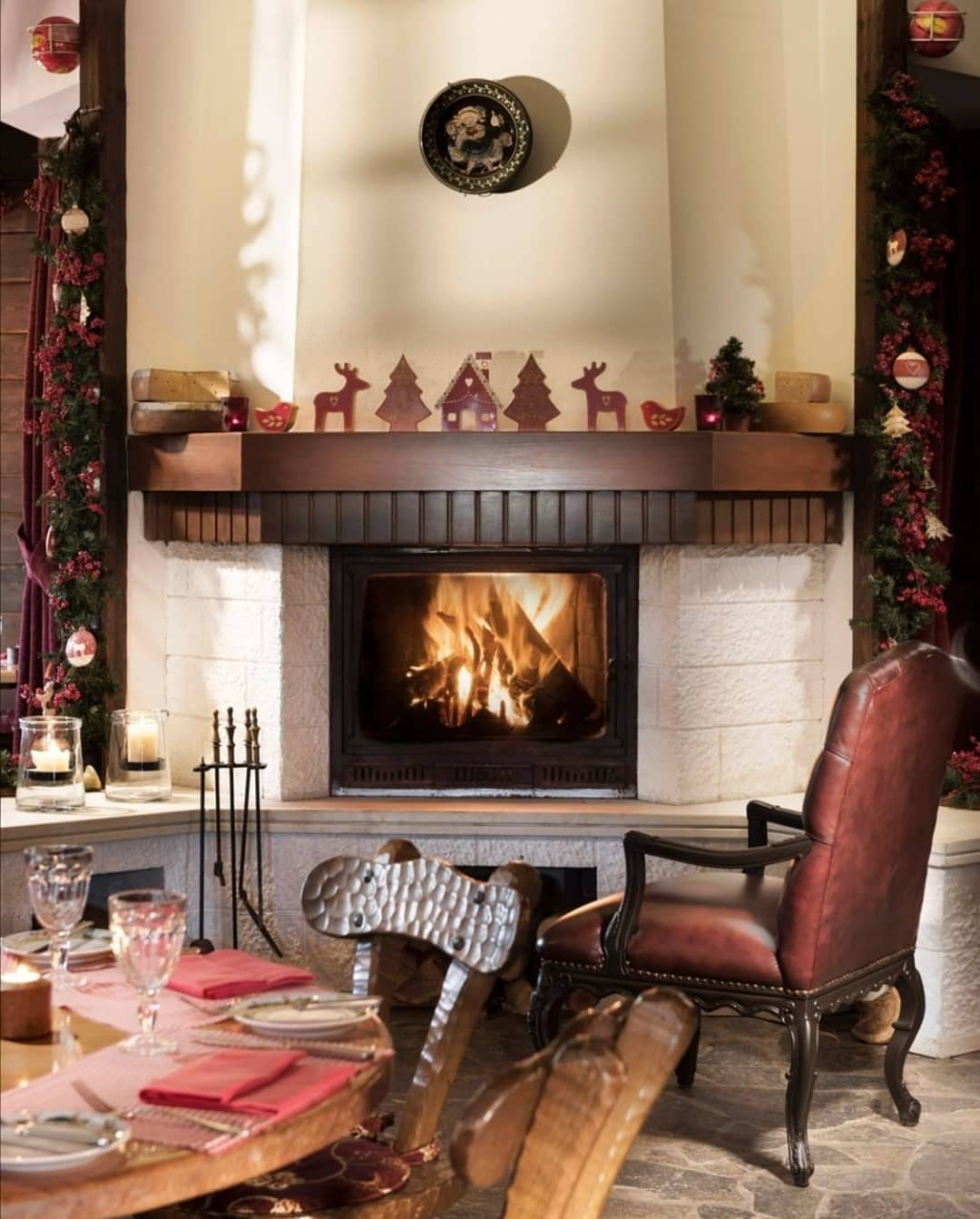Fireplace Decorations for Christmas Home Decor (9)