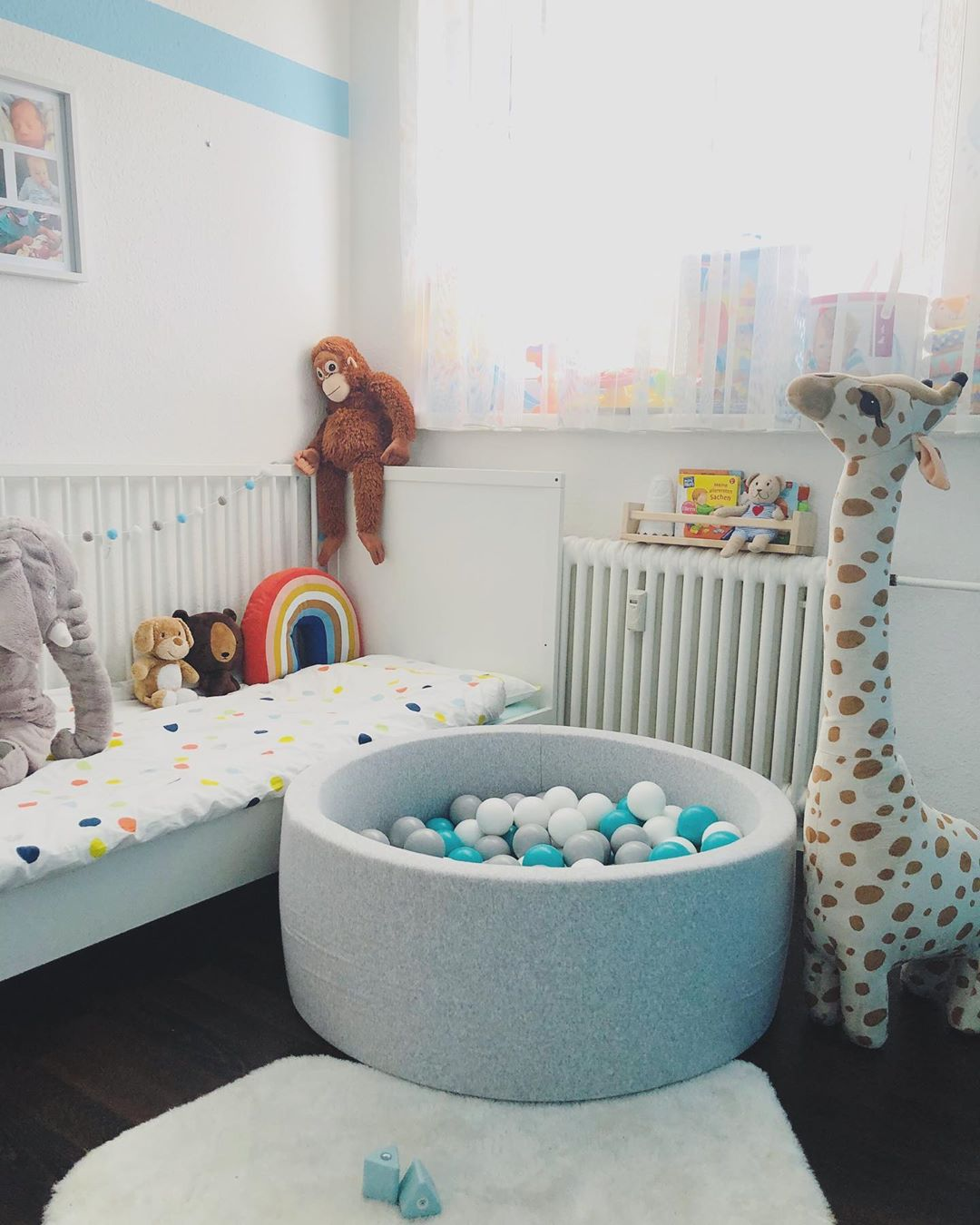Large and spacious children's room decoration (2)
