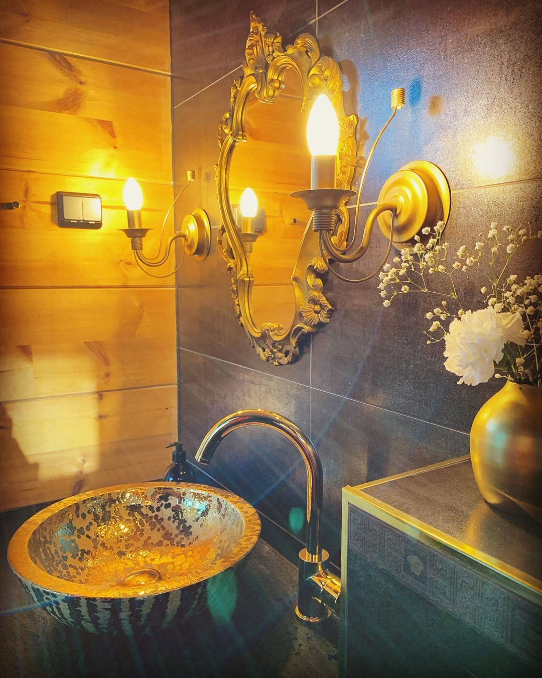Golden Yellow Home Decorating Ideas 2020 (43)