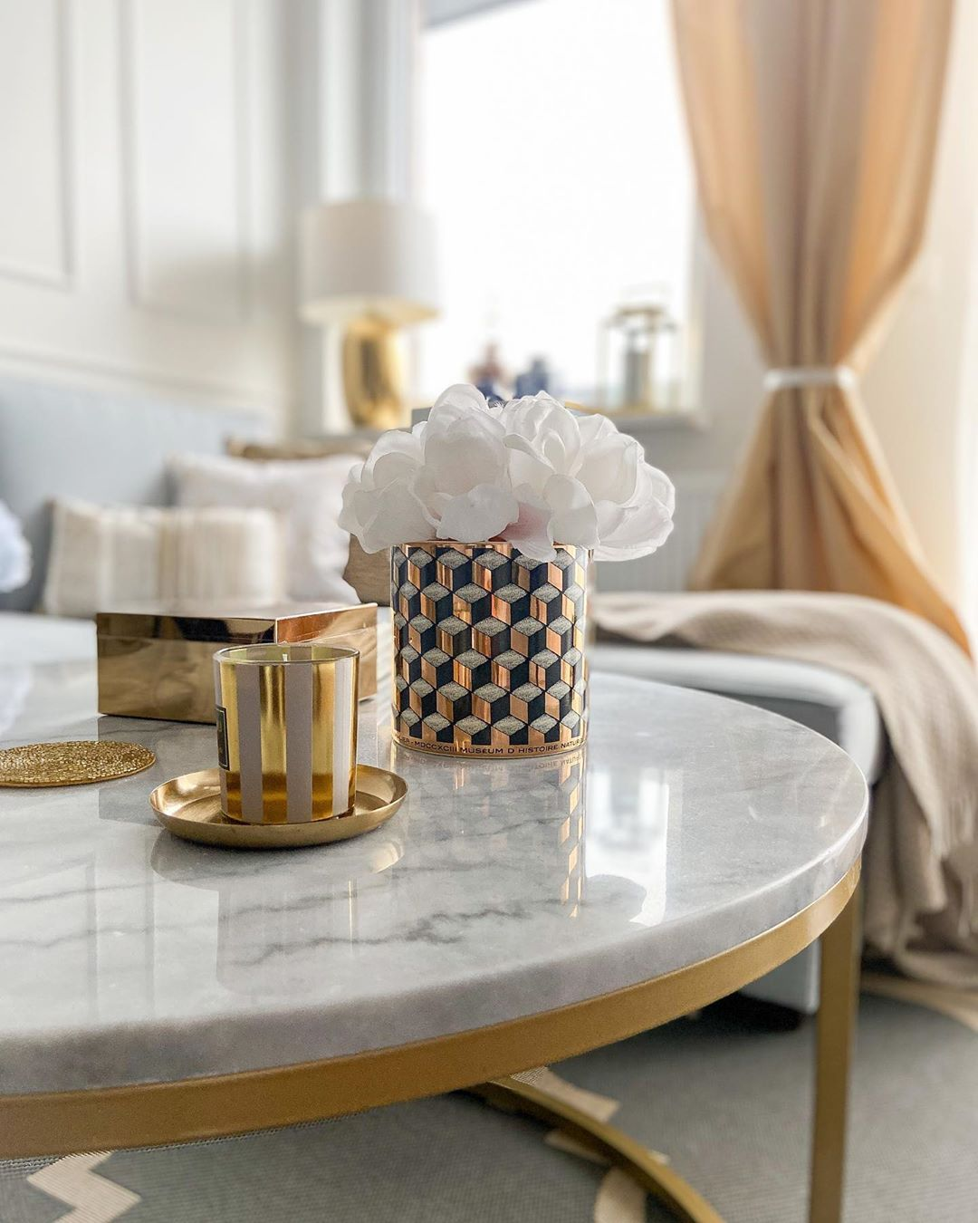 Golden Yellow Home Decorating Ideas 2020 (48)