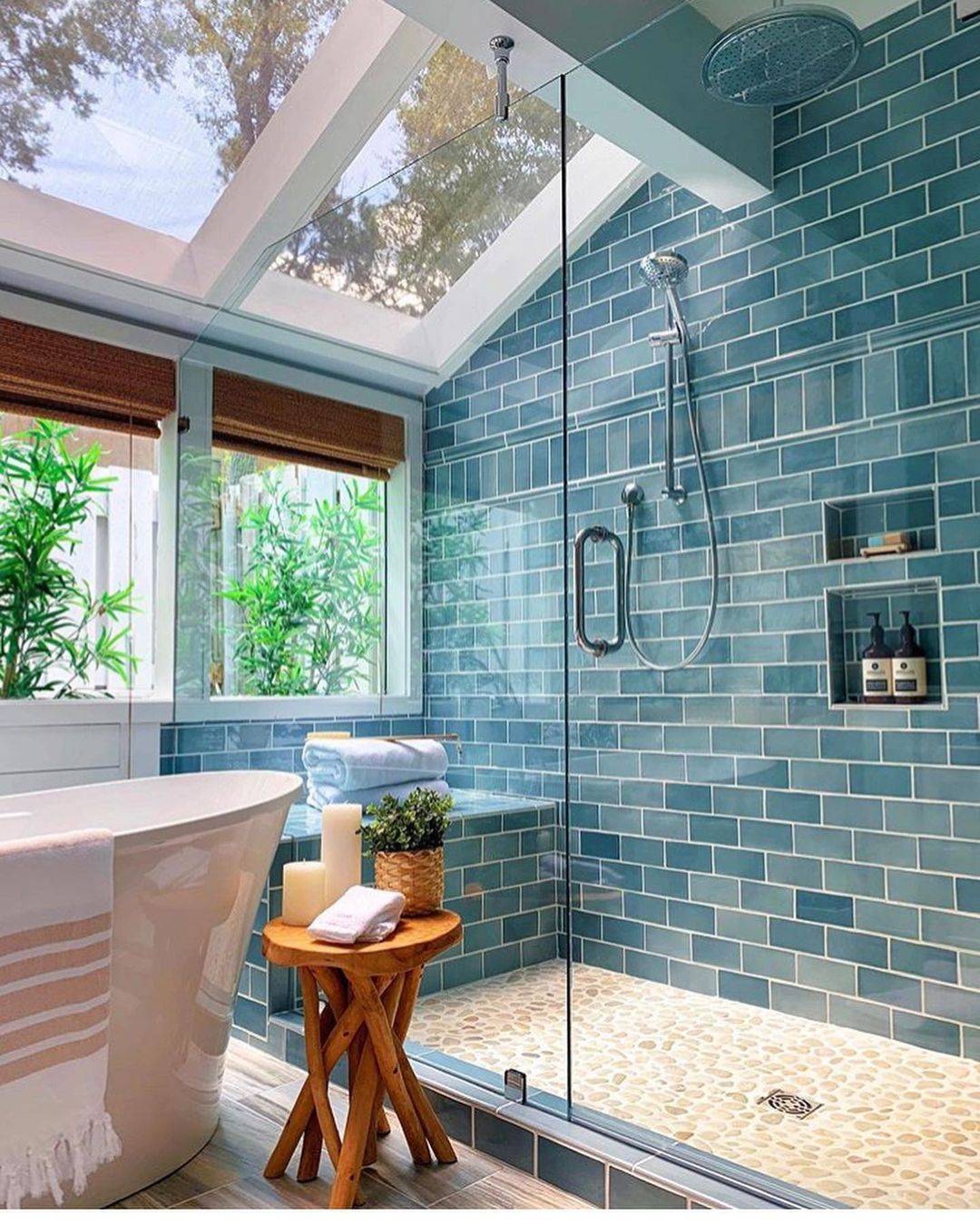 Bathrooms Decorated with Sea Views and Tones (14)