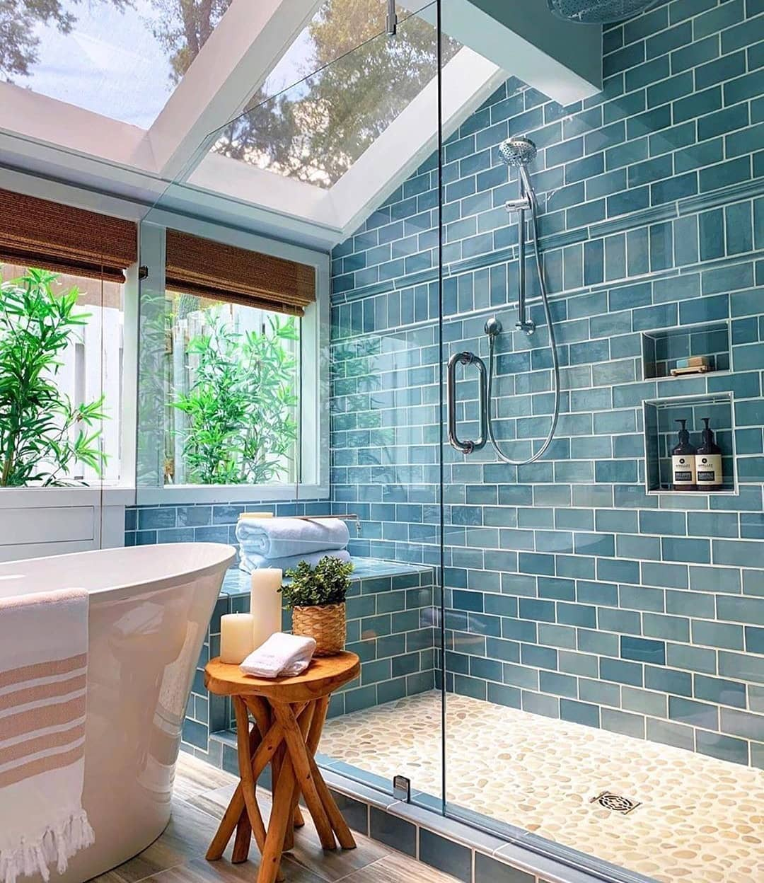 Bathrooms Decorated with Sea Views and Tones (21)