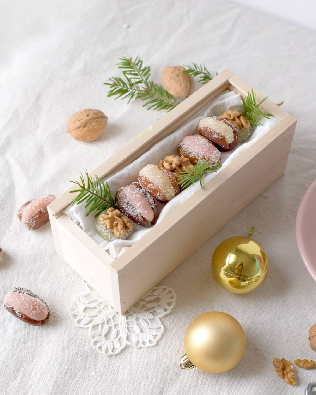Christmas Chest to Welcoming Guests (1)