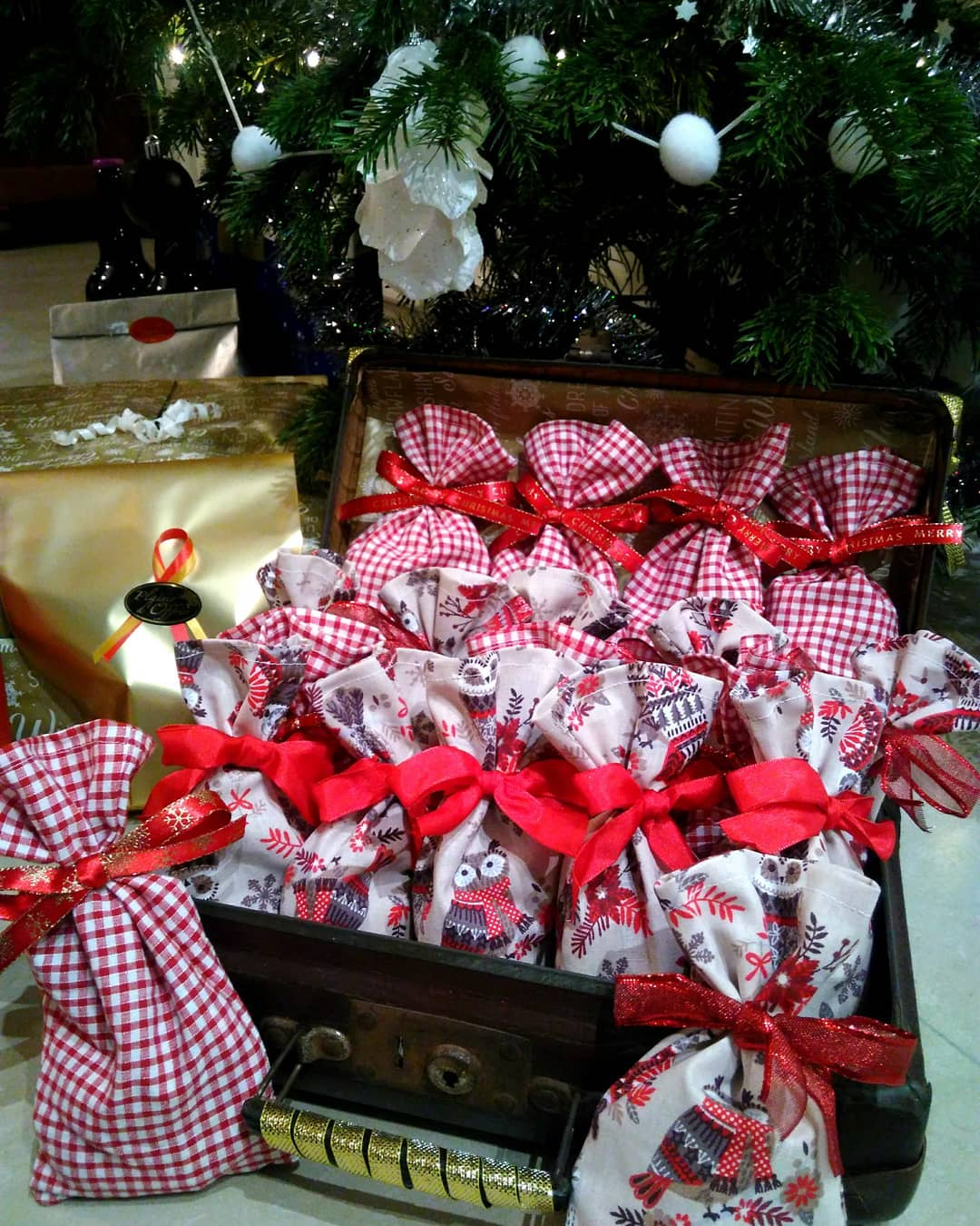 Christmas Chest to Welcoming Guests (6)