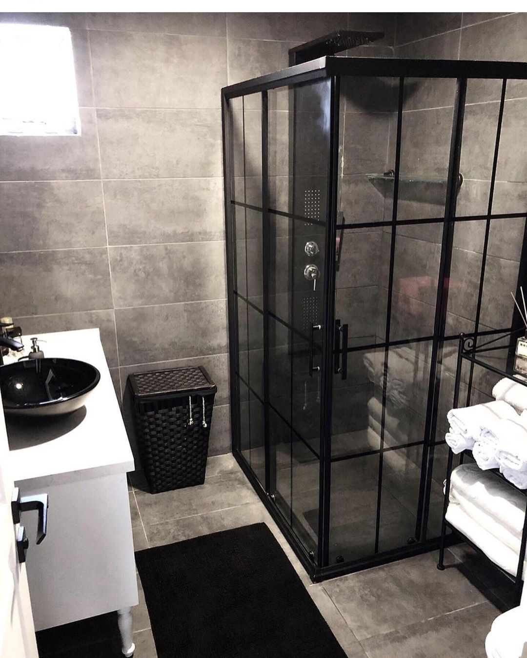 Gray or Black Tones in Your Bathroom (24)