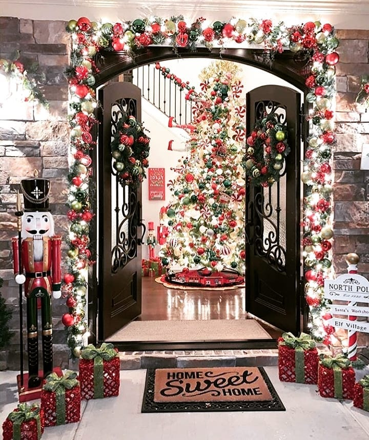 Snow Covered Home Entrance Decoration (17)