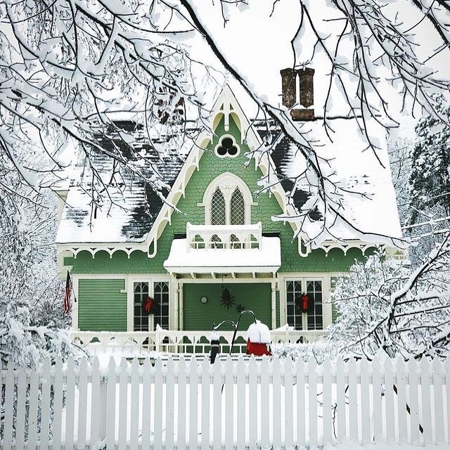 Snow Covered Home Entrance Decoration (18)