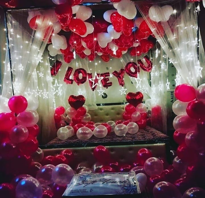 Room decoration for birthday surprise (28)