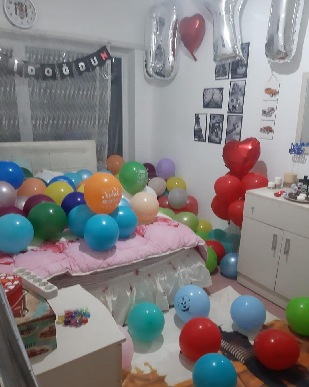 Room decoration for birthday surprise (34)