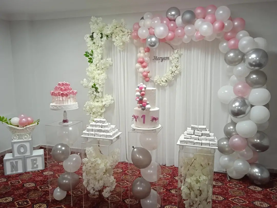 Room decoration for birthday surprise (55)