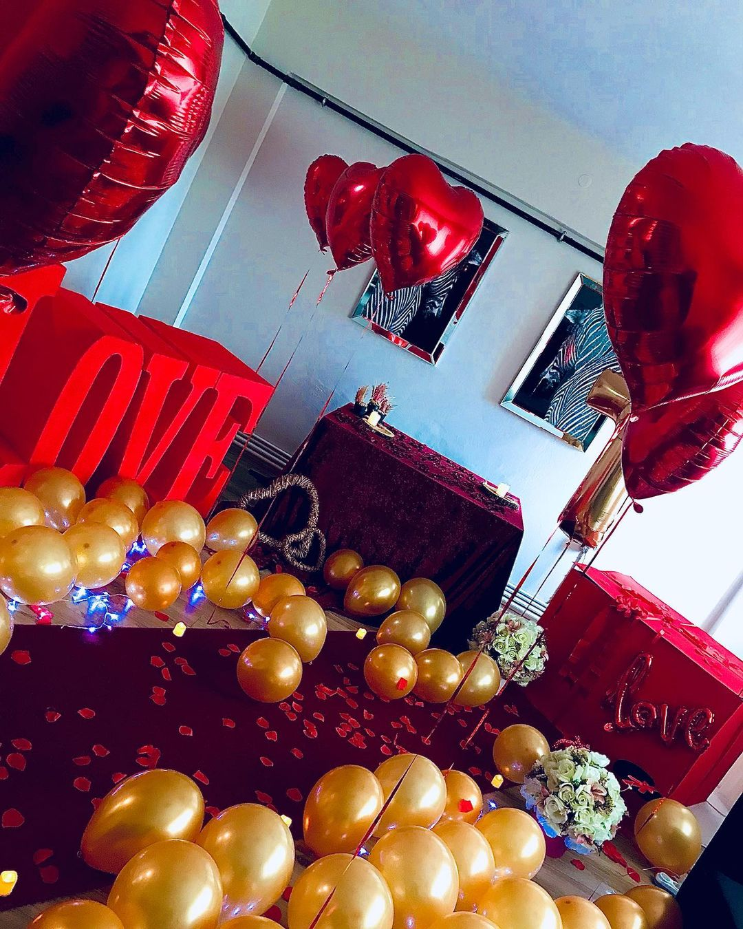 Room decoration for birthday surprise (9)